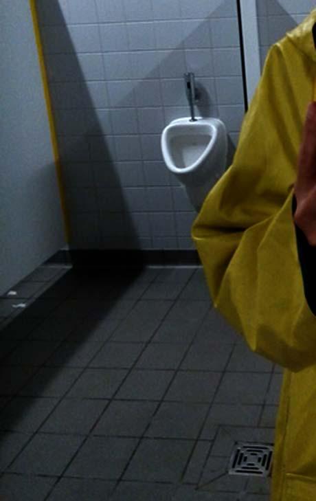 Öffentliches Pissoir, ohne Toilettennutzungsgebühr